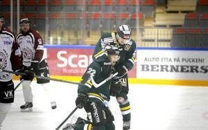 Tobias Falk och Kristoffer Backman jublar efter 4–2.