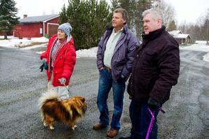 Sonja Hörnfeldt, Kent Jonsson, Kent Höggren och de övriga medlemmarna  i Myre samfällighetsförening har tröttnat på det dåliga vägskicket i byn.