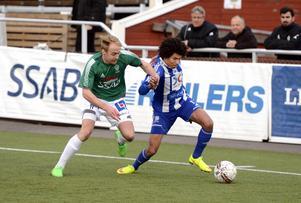 Alexander Jallow i Avesta AIK-tröjan i en match mot IK Brage 2015.