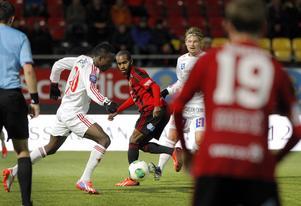 Graham Potter har på tre försök inte lyckats slå Degerfors. Bilden från mötet i fjol höst i Östersund, som slutade 2–1 till Degerfors.