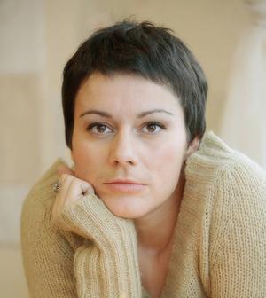 I ryska författaren Jana Vagners debutroman drabbas hela mänskligheten av ett snabbt muterande virus.   Foto: Ersatz