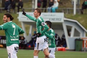 Johan Eklund firar sitt 3–1-mål.