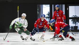 Edsbyn tappade fart efter paus – och Oscar Jonsson, Jocke Svensk och Hans Andersson fick slita för att hålla koll på en allt piggare Ted Bergström.