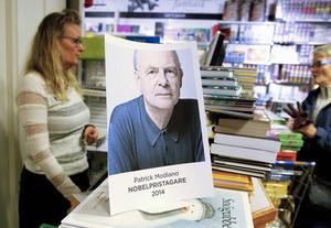 Gunilla Pålstam var snabb att printa ut en bild på nobelpristagaren, men några böcker av honom fanns inte inne.