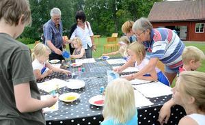 Intensivt. Barndagen i Siggebohyttan arrangerad av Örebro länsmuseum gav barn möjlighet att prova olika skapartekniker.