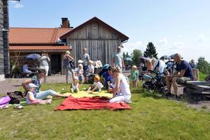 Blivande kulerskor, kanske någon av barnen som sjöng tillsammans med Anna-Karin Bengtar.