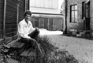 """""""Jag skrev den under tårar"""", berättade Ingrid Kumlin när hennes debutbok kom 1977. Den handlade om Ingrids svåra uppväxt på Brynäs."""