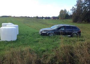 Bilisten körde av väg 604 i Namn mellan Marieby och Vallsundsbron.