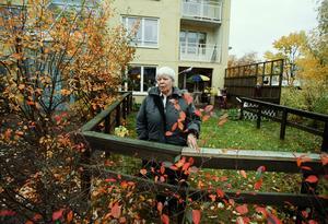 Stannade. Sylvia Hellsten var 25 år och småbarnsmamma när hon flyttade in på Gäststuguvägen 1966. Nu är hon snart pensionär och bor kvar i samma hus. Bilden togs år 2002.