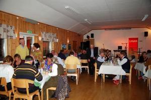 60 personer kom på surströmmingsfesten i Tänndalen.