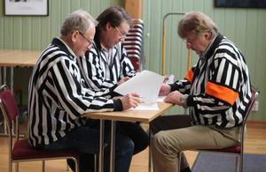 Börje Ribacke, Stefan Ström och huvuddomaren Yngve Persson hade en tuff uppgift