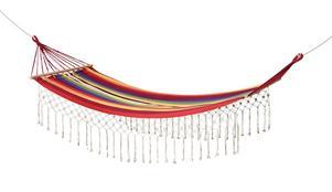 FÄRGSTARK. Den färggranna hängmattan från Åhléns kostar 399 kronor.