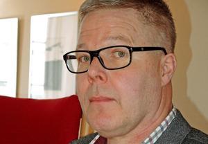 Leif Lindström säger att det krävs  ett långt avtal om kommunen ska uppföra kanslilokaler år Dalkurd FF på Domnarvsvallen.