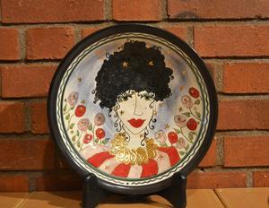 Fat i keramik av Felicia Öjemark Wiik.