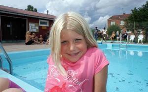 Snart åttaåriga Karin Hård ska försöka ta både silver och guldfisken.