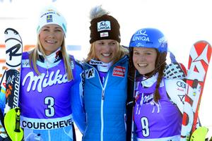 Frida Hansdotter (tv) knep andraplatsen i världscupen i slalom i Courchevel.