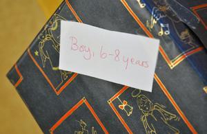 Paketen pryds med en etikett för vilken ålder som paketet passar bäst till, samt om det passar bäst till en pojke eller flicka.