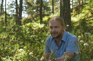 Martin Emtenäs skriver om sina svenska naturfavoriter i en ny bok.