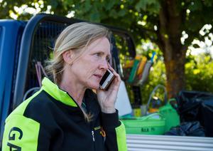 Madeleine Brinley är parkarbetare och förbereder ett tungt jobb för att städa Långnäs efter översvämningen.