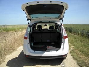Är man sju i bilen finns knappt om plats för bagage.Foto: Ulla Hasselgren