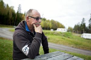 Göte Berglund har lite förståelse för att de permanenta husvagnsplatserna ska vara svartbyggen.