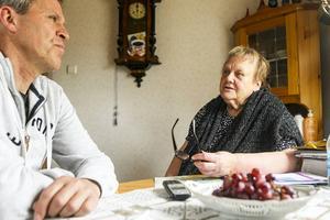 Ethel Gillstedt hade haft svårt att bo kvar hemma och ta hand om sin fastighet i Sveg om hon inte haft hjälp av kommunens byvaktmästare. Torbjörn Bergman har varit ansvarig för verksamheten under några år.