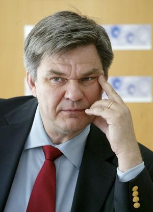 Respekterad. Folkpartiets tidigare partisekreterare och den tidigare radiochefen Peter Örn kunde bli ett samlande namn som partiledare vid en sammanslagning av Centerpartiet och Folkpartiet. foto: scanpix