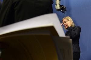 Finansminister Magdalena Andersson presenterar höstbudgeten under en pressträff i Rosenbad i Stockholm. Det har börjat gå in hos Finansdepartementet att försvarsuppgörelsen är otillräcklig.
