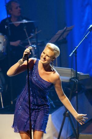 Finalkonsert. Sanna Nielsen berättade att ett av hennes största minnen är från just Västerås. När hon gick vidare till finalen i Melodifestivalen med Empty room. Låten blev ett av två extranummer i går kväll. Foto: Per G Norén