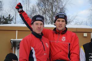 Hemmaåkarna Emil Brindbergs och Gabriel Stegmayer som tog hem herrklassen i överlägsen stil, drygt fem minuter före Kvarnsvedens SK.