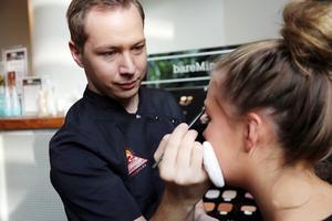 André Korkeamäki, Vemdalen, är utbildad hudterapeut och makeup-artist. Han gav många tips och råd under helgen.