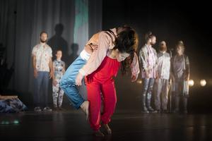 Cirkus Cirkör spelar sin nya föreställning Underart i Falun under en vecka.