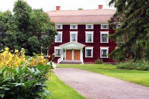 Hälsingegård Jon-Lars i Långhed är en av världsarvsgårdarna i Hälsingland.