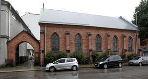 Katolska kyrkan ligger med långsidan mot Norra Centralgatan. Kyrkan ritades av Hjalmar Gottfrid Sandels och byggmästare var J F Lindeberg. Kyrkan invigdes 1881.