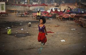 Med sina ekonomiska placeringar kan den rika världen hjälpa den fattiga. Bilden är från Indien och har inget direkt samband med artikeln.