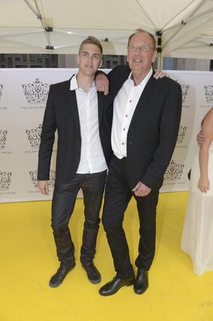 Ebbe Nilsson i Sten & Stanley med sonen Alexander NIlsson anländer till utdelningen av Polarpriset 2012.