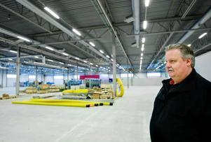 """""""Hade beslutet om att bygga nytt dragit ut sex månader är det inte säkert vi haft det här på plats"""", säger Anders Möller, projektledare för Wipros nya cylinderfabrik i Torvalla som är inflyttningsklar  i veckan. Foto: Ulrika Andersson"""