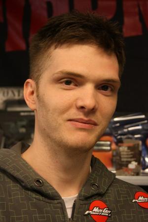 Henrik Johansson tycker fler borde byta dataspelandet mot betydligt mer kroppsligt aktiva X-Ball.