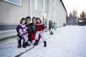 Ajla, 4 år, Abdylkadni, Remnzye och Admita Goshi, 6 år, kom till Sverige och Rossön från Kosovo i somras.
