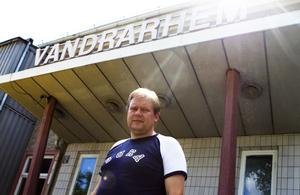 Fullbokad. Lars Olivensjö driver vandrarhemmet i Surahammar. Under Power Meet-helgen är de 70 rum som finns fullbokade sedan länge.