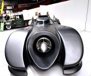 Svensken Leif Garvin har blivit världsberömd för sin replika av batmobilen. Nathalie och Filippa Englund spanade in seriehjältebilen.– Den var väl läcker, säger pappa Magnus Eklund.