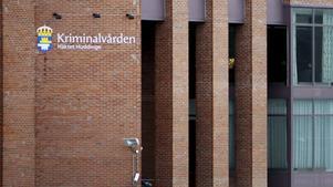 Mannen – som bland annat hade över 112 000 filer med dokumenterade övergrepp mot barn i sin ägo – har suttit häktad sedan 20 juni i år. Den 12 september startar rättegången.