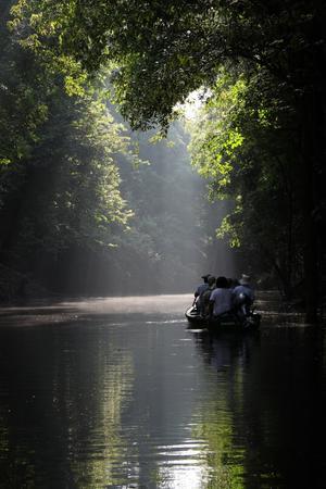 Under en veckas flodkryssning på Amazonfloden och Rio Negro gjorde vi bl.a. utflykter med småbåtar för att bättre se omgivningarna. När bilden togs hade vi varit ute sedan strax före soluppgången och var nu på väg tillbaka till båten för en välförtjänt frukost.