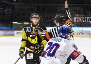 Åter i backlinjen. Andreas Lindh är tillbaka i VIK:s försvar efter en tids sjukdom. foto: Rune jensen/arkiv