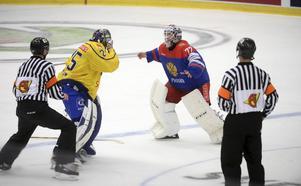 Målvakterna Sergey Bobrovski och Jacob Markström rök ihop i slutet av Sverige–Ryssland. En av huvudpersonerna var Mikael Backlund som liggande på isen försökte freda sig mot tre ryska spelare.