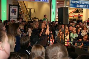 Men var var alla killarna när Darin sjöng...?FOTO: INGALILL FORSS NORBERG