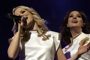 Som tonåring i Järvsö tyckte Sandra Wallin att ABBA var ganska töntigt. Nu personifierar hon Agneta i tributebandet Waterloo där Marica Lindé sjunger Fridas stämmor.