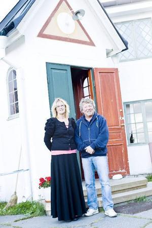 Kicki Edholm och Kjell Andersson arrenderar Verkön sedan i fjol. De bor på ön hela sommaren.