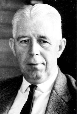 Sundsvalls Tidnings chefredaktör, och en av ägarna, var också stadens ledande folkpartist. Vid stadsfullmäktige 1964 lade han fram en motion om att inrätta en stadsteater.