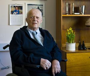 Birger Könberg arbetade som skohandlare nästan hela sitt yrkesliv och var föreståndare för Näslunds skor i Kramfors.